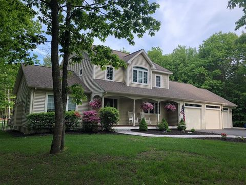 20 Pond Ridge Dr, Lewiston, ME 04240