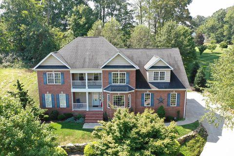 40 Riverside Dr, Oak Ridge, TN 37830