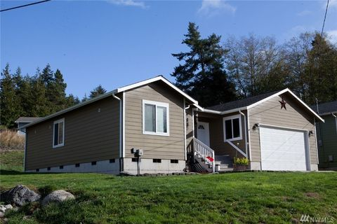 Photo of 4378 Rhododendron Dr, Oak Harbor, WA 98277