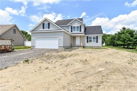 160 Preserve Blvd, Canfield, OH 44406