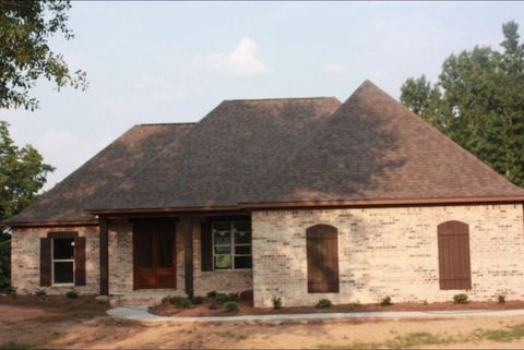 Photo of 111 Madison Pl, Magee, MS 39111