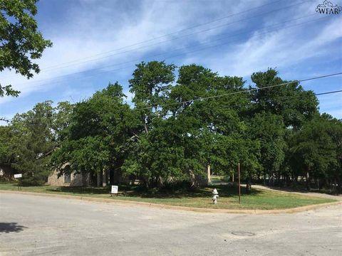 1400 W College St, Jacksboro, TX 76458
