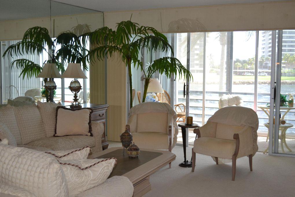 44 Yacht Club Dr Apt 210, North Palm Beach, FL 33408