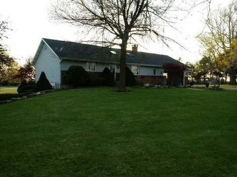 9829 N 2700 East Rd, Forrest, IL 61741