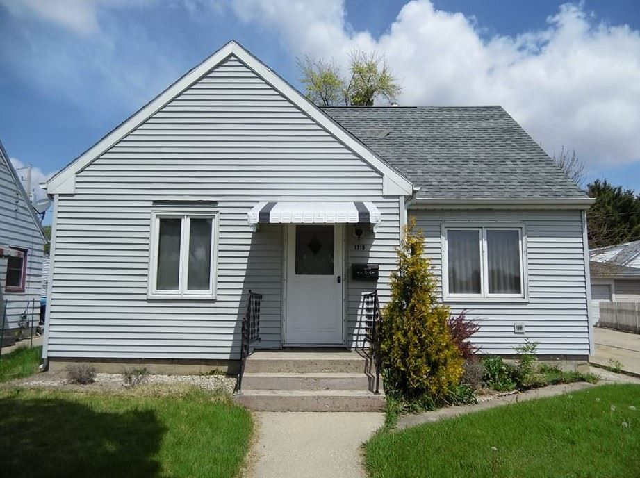 1710 W Memorial Dr, Janesville, WI 53548