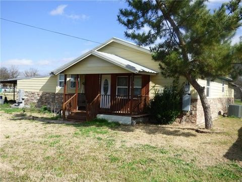 Photo of 1402 Simmons St, Eastland, TX 76448