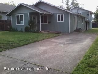 Photo of 447 Ne Jackson St, Roseburg, OR 97470