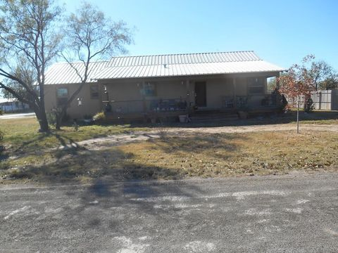 101 9th St, Sterling City, TX 76951
