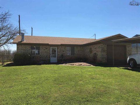 Photo of 411 W Valley Dr, Iowa Park, TX 76367