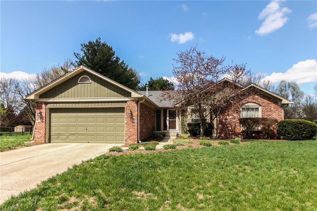 4138 Willow Wind Dr, Greenwood, IN 46142