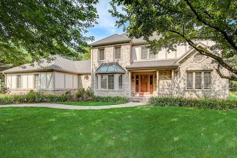 Photo of 3134 W Woodfield Dr, Mequon, WI 53092