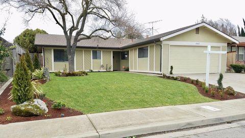 Photo of 1940 Sugar Pine Dr, Oakdale, CA 95361