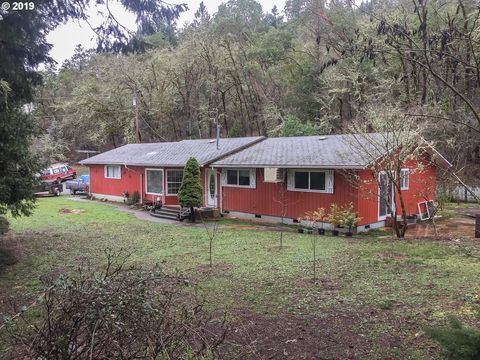 Photo of 520 Annis St, Canyonville, OR 97417
