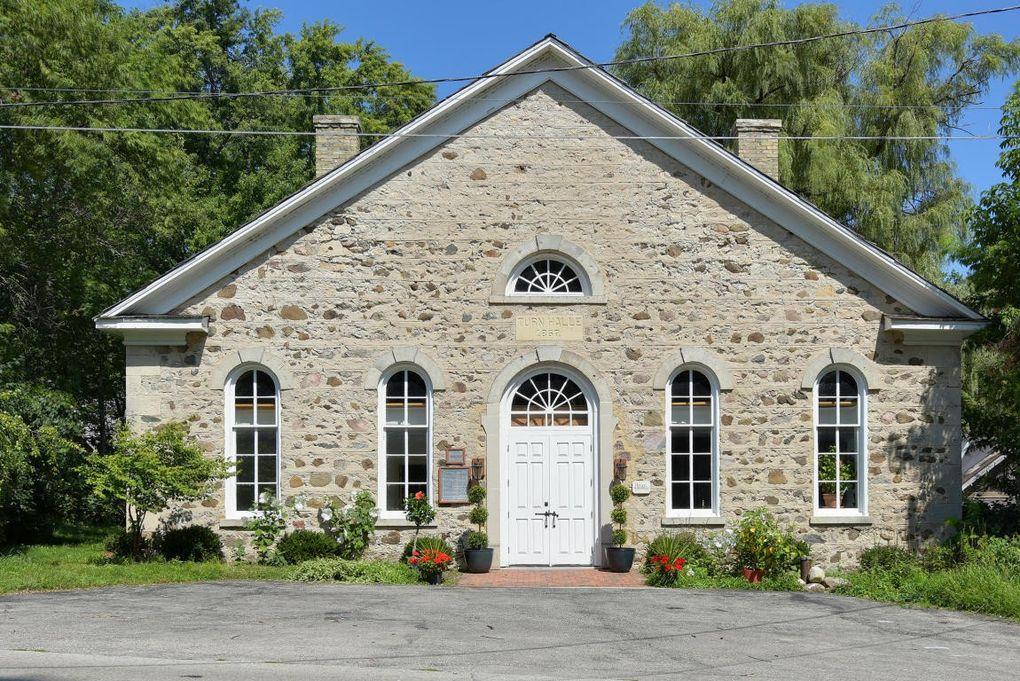 236 Hamilton Rd, Cedarburg, WI 53012
