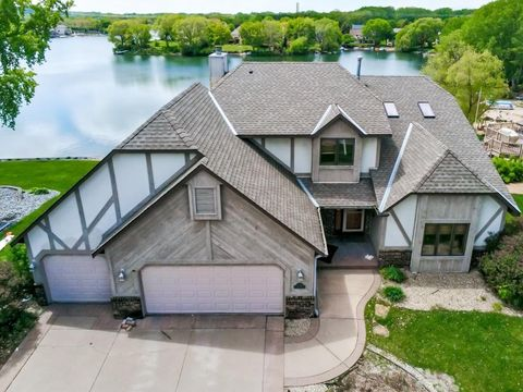 Photo of 15744 Highview Dr, Apple Valley, MN 55124