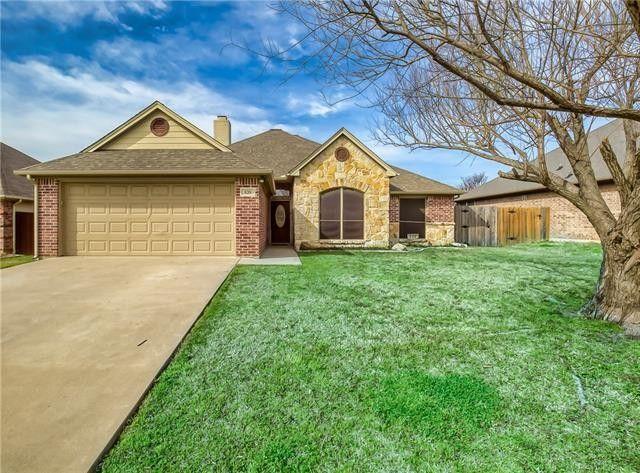 820 Ridgecrest Ct Aubrey, TX 76227