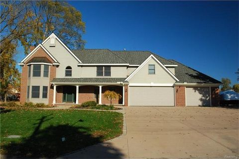 2950 Lola Ct, Waterford Township, MI 48329