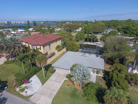 Photo of 1723 Stanford Ln, Sarasota, FL 34231