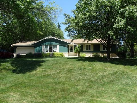 S63 W13292 Windsor Rd, Muskego, WI 53150