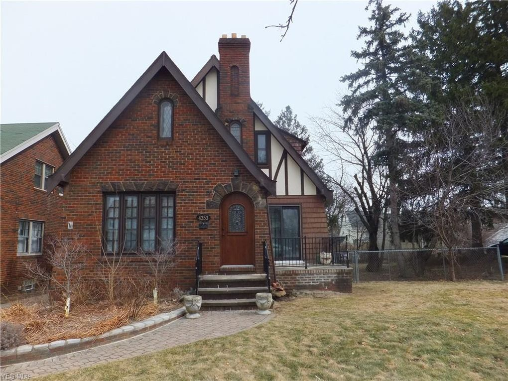 4353 W 60th St Cleveland, OH 44144