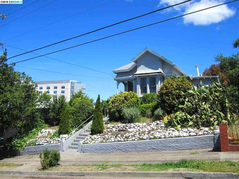 1946 E 28th St, Oakland, CA 94606