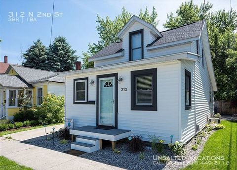 Photo of 312 N 2nd St, Grand Haven, MI 49417