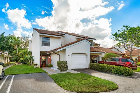Vista del Lago Condominiums, West Palm Beach, FL Real Estate