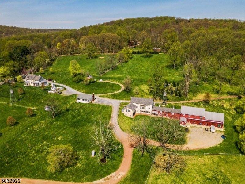 2 Hope Hill Farm Ln Bethlehem Township, NJ 08802