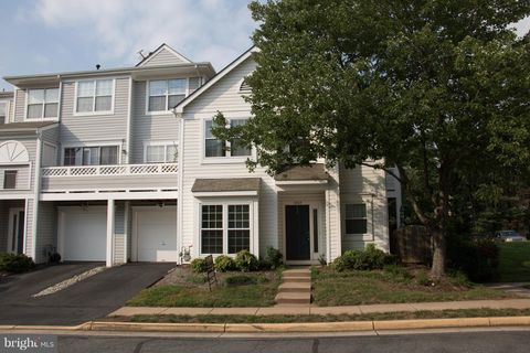 5108 Castle Harbor Way Unit 136, Centreville, VA 20120