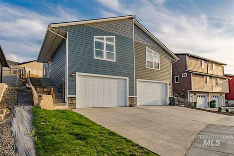 Photo of 1047 Alturas Dr, Moscow, ID 83843