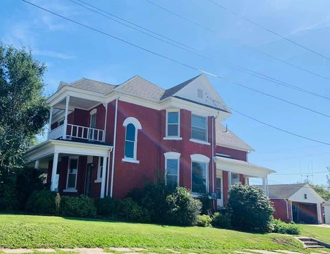 Photo of 302 E 4th St, Milan, MO 63556