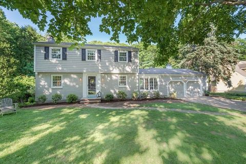 13 Strawberry Hill Rd, Andover, MA 01810
