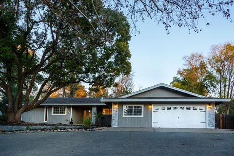 Photo of 4844 Kenneth Ave, Fair Oaks, CA 95628