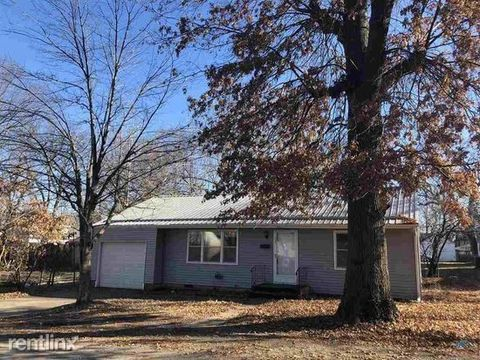 Photo of 105 N Hughes St, Windsor, MO 65360