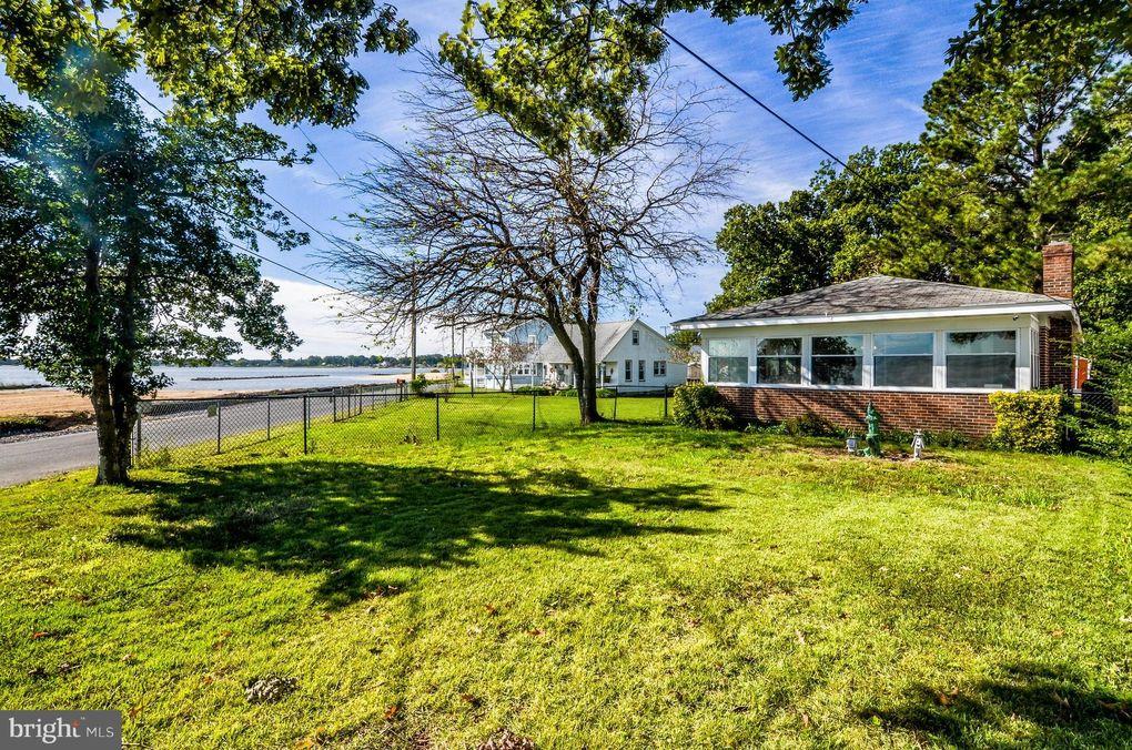 1543 Irving Ave Colonial Beach, VA 22443