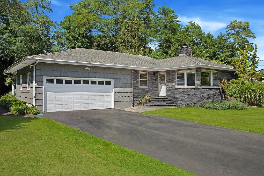 945 Fanning Rd, New Suffolk, NY 11956