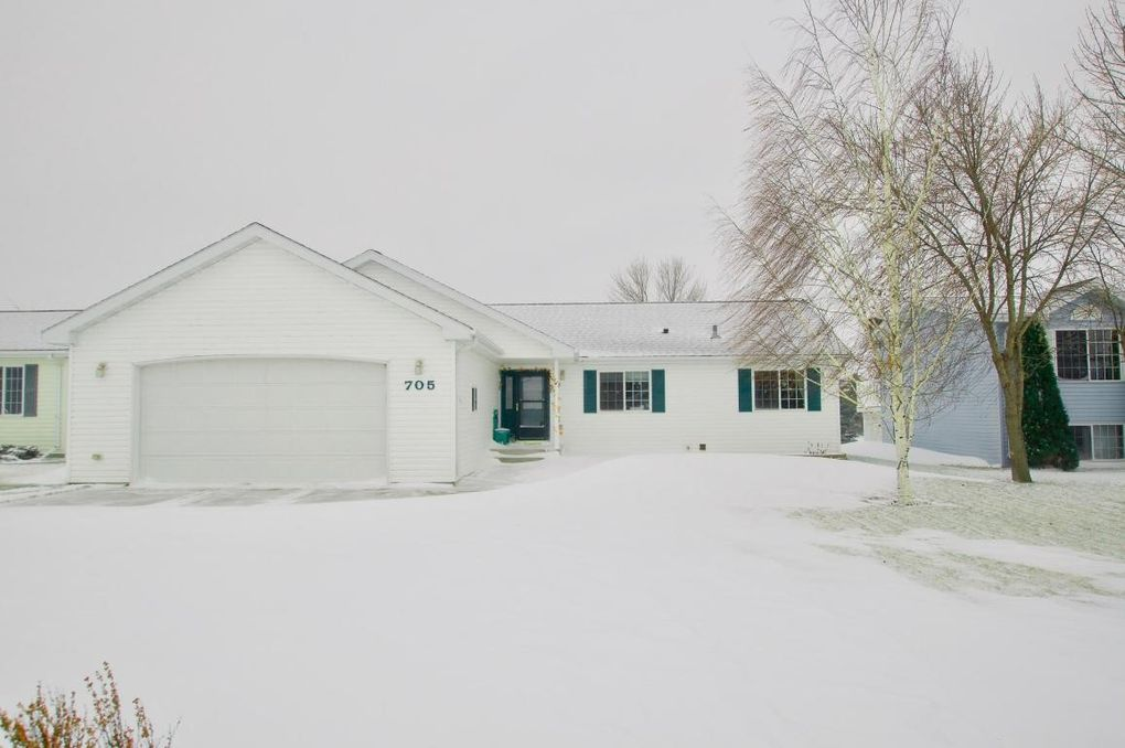 705 17th St Nw, Jamestown, ND 58401