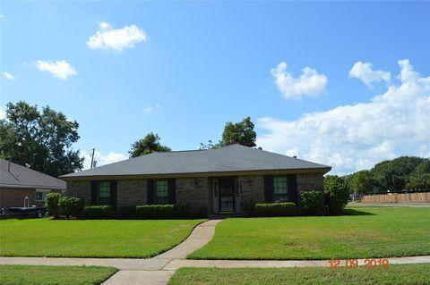 Photo of 137 Mistletoe St, Lake Jackson, TX 77566