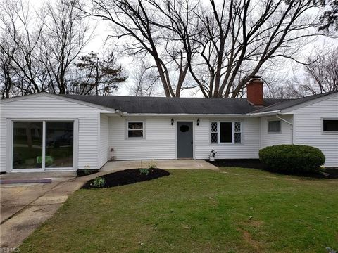 Photo of 1318 Meadowbrook Blvd, Stow, OH 44224