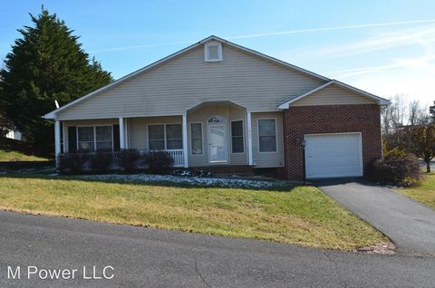 Photo of 1026 Maid Marian Ln, Harrisonburg, VA 22801