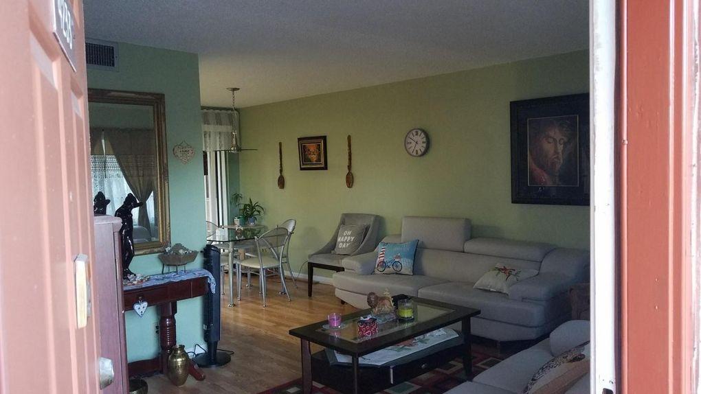 4233 Oak Terrace Dr, Greenacres, FL 33463