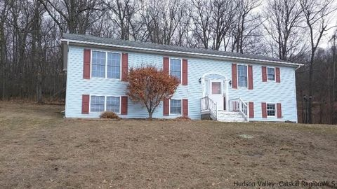 293 Huckleberry Tpke, Wallkill, NY 12589