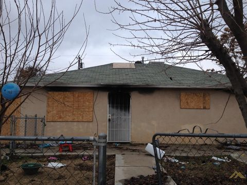 208 Roberts Ln, Bakersfield, CA 93308