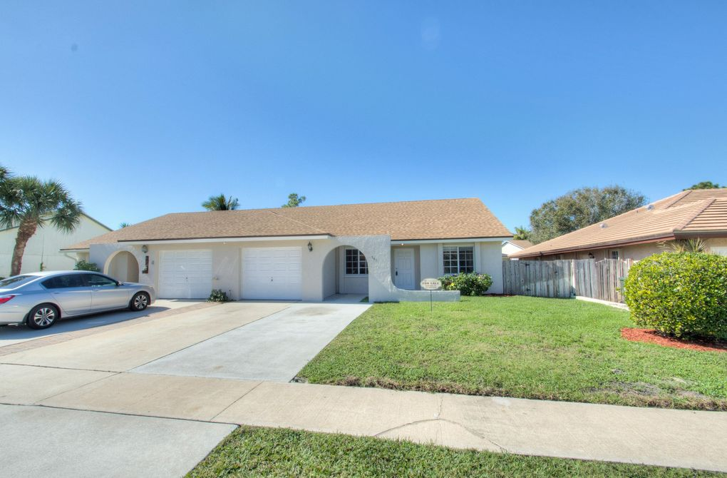 841 Lantern Tree Ln Wellington, FL 33414