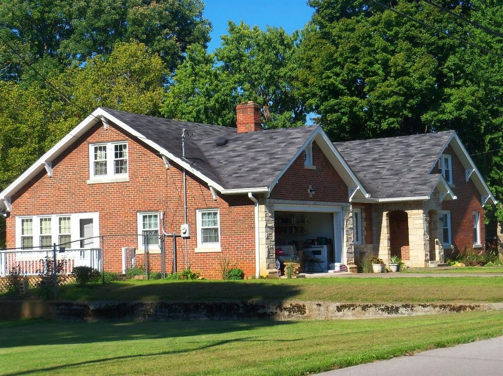 96 High St Monticello KY 42633 realtorcom174 : cd6e40004a5261d64d88243a97303fdbl m0xd w1020h770q80 from www.realtor.com size 1020 x 764 jpeg 218kB