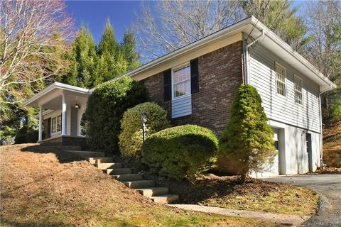 Photo of 12 Chunns View Dr, Asheville, NC 28805