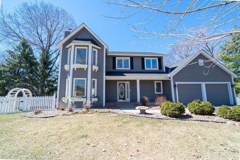 Photo of 15526 Village Woods Dr, Eden Prairie, MN 55347