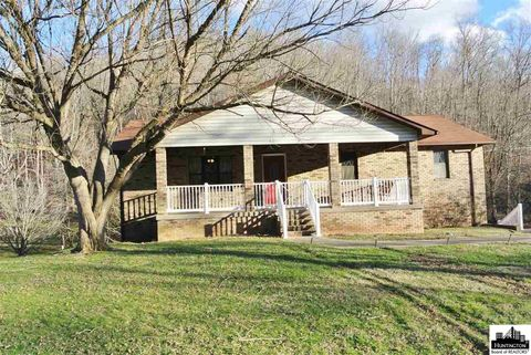 3508 Wolf Creek Rd, Huntington, WV 25704