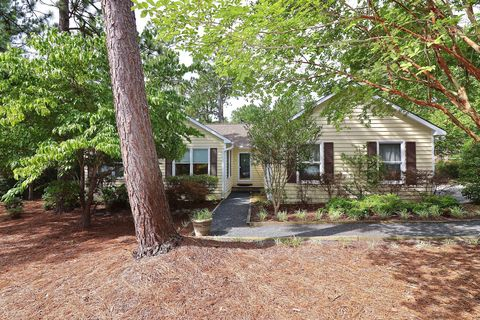 Photo of 10 Bridle Path Cir, Pinehurst, NC 28374