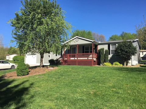 Photo of 262 Rugby Rd, Fairfield Glade, TN 38558
